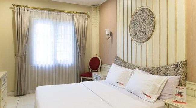 Reddoorz Plus @ Istana Plaza - 萬隆 - 臥室