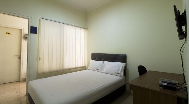 Reddoorz @ Salemba Raya - 雅加達 - 臥室