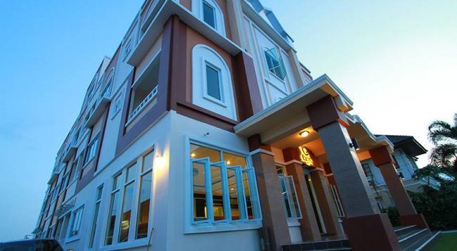 Excella Hotel - 烏汶 - 建築