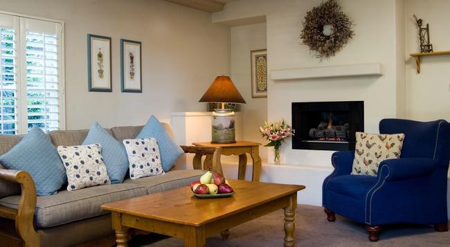 Carmel Country Inn - Carmel-by-the-Sea - 臥室