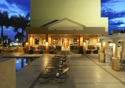 汗姆頓酒店邁阿密機場南/藍礁湖 - 邁阿密 - 游泳池