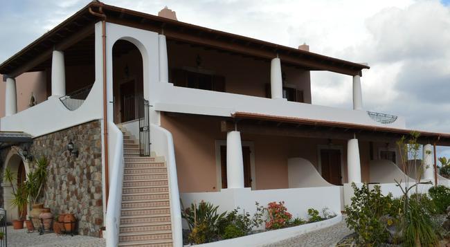 B&B Villa Maristella - 利帕里 - 建築