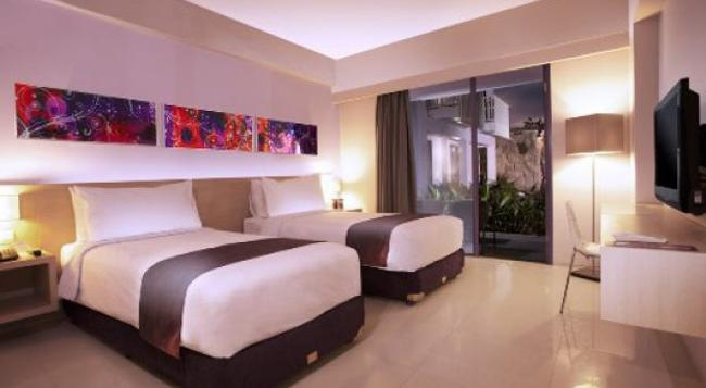 Berry Hotel Bali - 庫塔 - 臥室