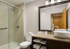 溫哥華市區戴斯酒店 - 溫哥華 - 浴室