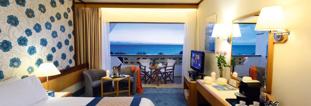 Constantinou Bros Athena Royal Beach Hotel - 帕福斯 - 臥室