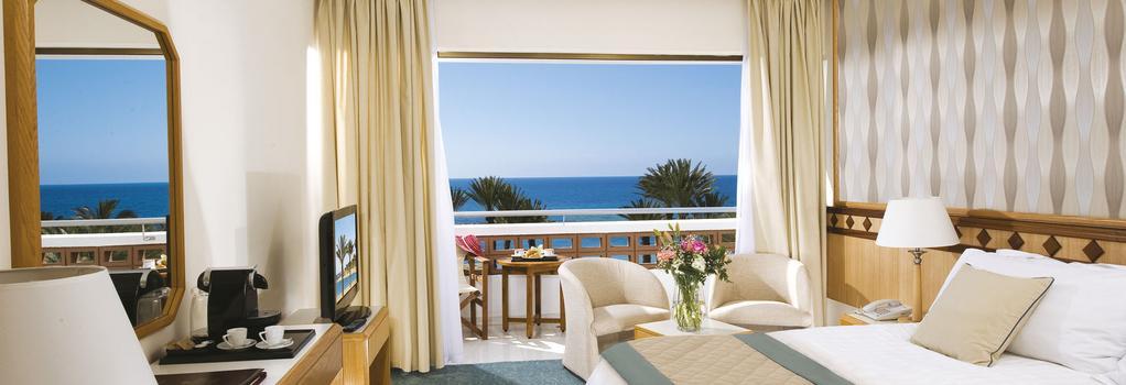 Constantinou Bros Pioneer Beach Hotel - 帕福斯 - 臥室