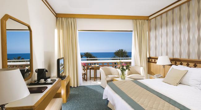 Pioneer Beach Hotel - 帕福斯 - 臥室