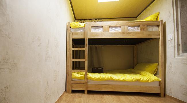 24 Jongno Tower Guesthouse - 首爾 - 臥室