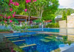泰拉桑塔住宿酒店 - Dili - 游泳池