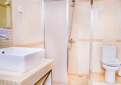 泰拉桑塔住宿酒店 - Dili - 浴室