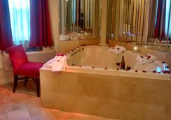 國際套房酒店 - 海恩尼斯 - 景點