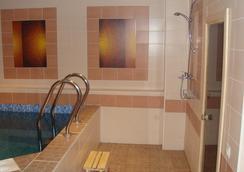 紅色酒店 - 新西伯利亞 - 游泳池