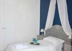 大都會客房及服務旅館 - 菲烏米奇諾 - 臥室