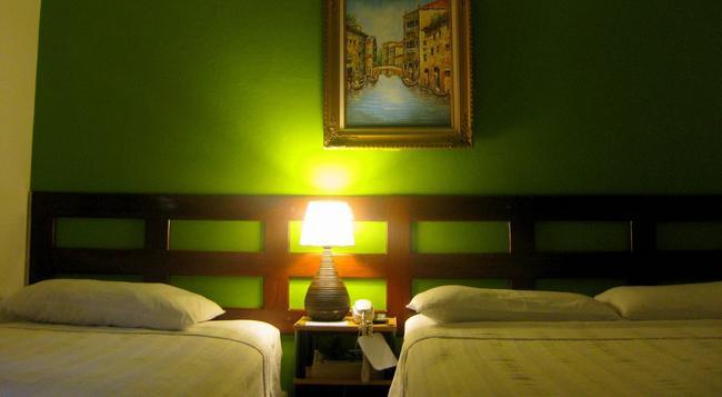 Hotel Tazumal House - San Salvador - 臥室