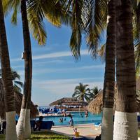 Park Royal Ixtapa Garden and pool