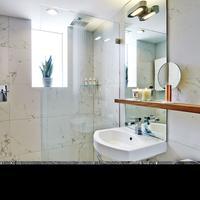 Nautilus, A Sixty Hotel Bathroom