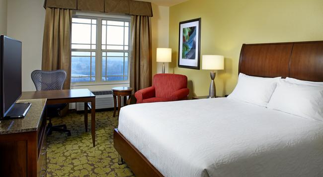 Hilton Garden Inn Roanoke - 羅阿諾 - 臥室