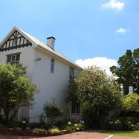Whispering Oaks Guest House Hotel Front