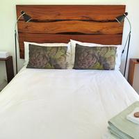Whispering Oaks Guest House Guestroom