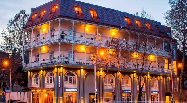 River Side Hotel - 第比利斯 - 建築