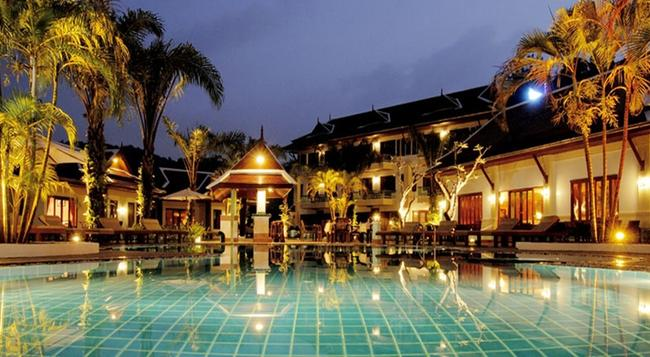 Royal Embassy Resort - Kamala - 游泳池