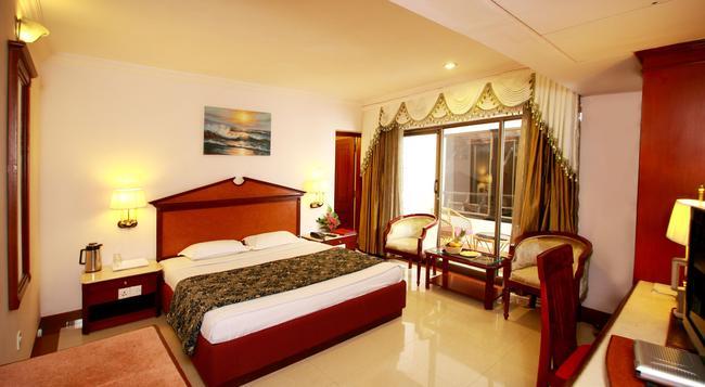 Westway Hotel - 科澤科德 - 臥室