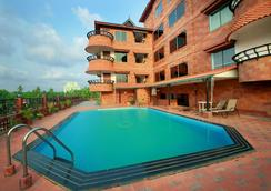 韋斯特韋酒店 - 科澤科德 - 游泳池
