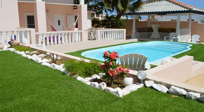 Adonai Hotel Boutique Bed & Breakfast - 威廉斯塔德 - 游泳池