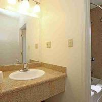 Candle Bay Inn Bathroom