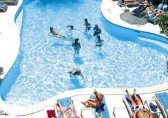 納迪灣度假酒店 - Nadi - 游泳池
