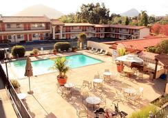 Sands Inn & Suites - 聖路易斯-奧比斯保 - 游泳池