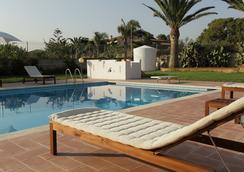 Villa Carlotta Resort - 阿格里真托 - 游泳池