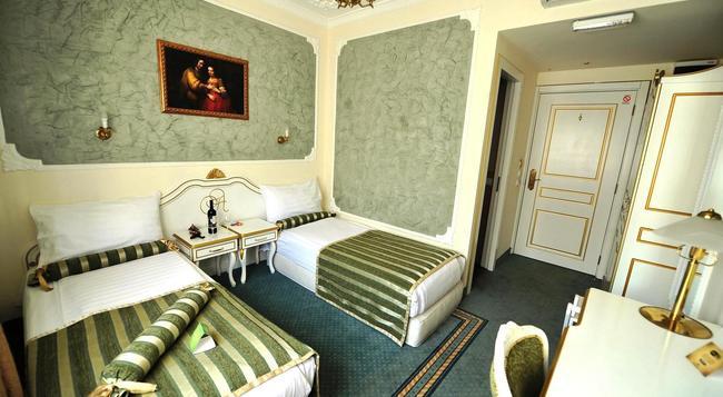 Queens Astoria Design Hotel - 貝爾格萊德 - 臥室