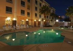 南維加斯費爾菲爾德套房酒店 - 拉斯維加斯 - 游泳池