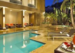 聖地亞哥米森谷/酒店區萬怡酒店 - 聖地亞哥 - 游泳池
