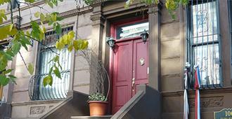 Efuru Guest House - 紐約 - 建築