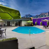 Best Western Plus Boulder Inn Seasonal Pool, View of the Mountain