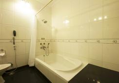 機場汽車旅館/阿普諾度假村 - 古爾岡 - 浴室