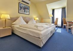 呂貝克海藍寶石溫德姆特里普酒店 - 呂貝克 - 臥室