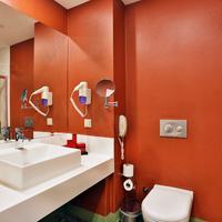 Qua Hotel Bathroom