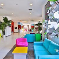 Qua Hotel Lobby Sitting Area