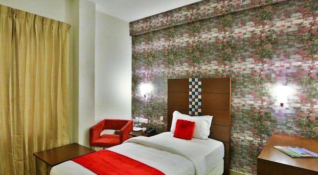 Hotel Vels Grand Inn - 哥印拜陀 - 臥室