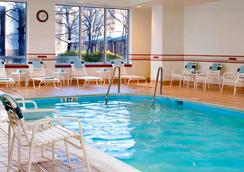 阿靈頓羅斯林萬怡酒店 - 阿林頓 - 游泳池