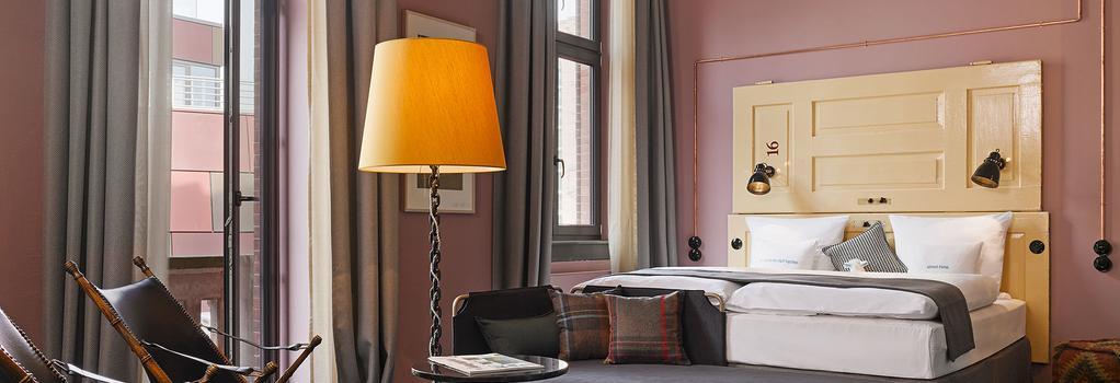 25hours Hotel Altes Hafenamt - 漢堡 - 臥室