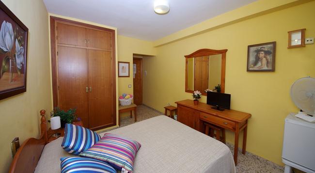 Hostal Azahara - 內爾哈 - 臥室