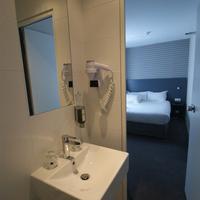 Acropolis Hôtel Paris Boulogne Bathroom