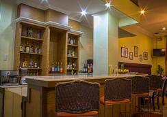 市中市白騎士酒店 - 馬尼拉 - 酒吧