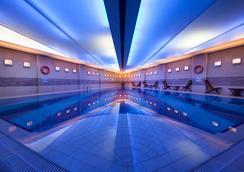 柏銀特塔克西姆酒店 - 伊斯坦堡 - 游泳池