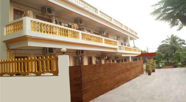 Sea Shore Beach Resort - 卡蘭古特 - 建築