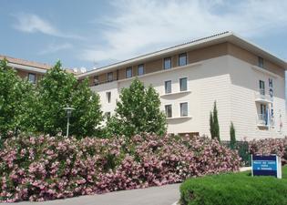科里亞阿維尼翁庫緹娜TGV車站酒店